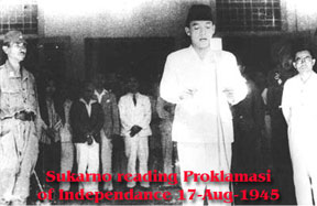 Sukarno reading  Proklamasi of Independance 1945